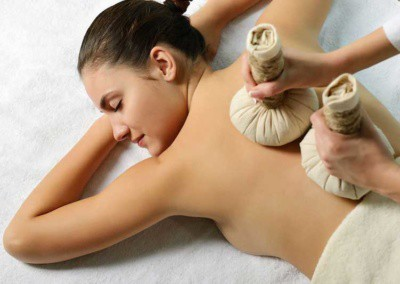 Herbal-compress-massage